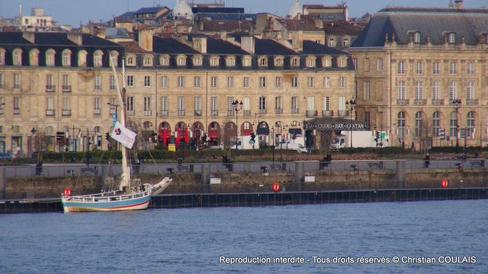 Gabarre les Deux Frères appontée au quai Richelieu. Bordeaux, samedi 16 mars 2013
