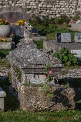 Cénotaphe, Art funéraire chrétien, Cimetière marin de Talmont-sur-Gironde