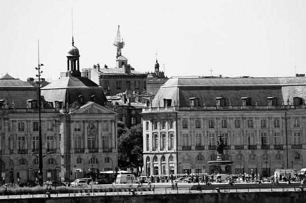 Quais Richelieu/Maréchal Lyautey, Palais de la Bourse, fontaine des trois grâces, Bordeaux. Reproduction interdite - Tous droits réservés © Christian Coulais