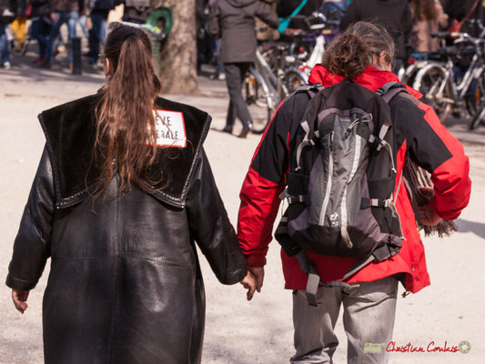 """14h52 """"Grève générale...main dans la main"""" Manifestation intersyndicale de la Fonction publique/cheminots/retraités/étudiants, place Gambetta, Bordeaux. 22/03/2018"""