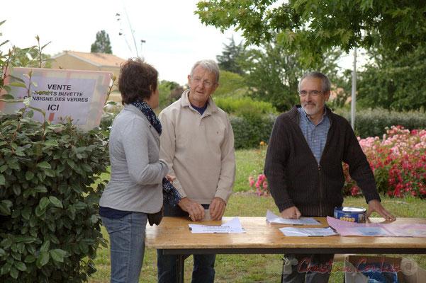 Nathalie Vidal, élue à Cénac, Robert Bertin, bénévole, Jean-Luc Camiliéri, élu et bénévole du Festival JAZZ360 2012, Cénac, 08/06/2012