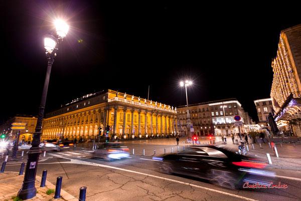 F4; 1/4 de seconde. Place de la Comédie, Grand-théâtre de Bordeaux. Mercredi 16 décembre 2020. Photographie © Christian Coulais