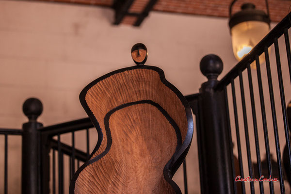 Sculptures d'iroko. Axel Cassel (1955-2015). Ecuries du Château de Chaumont-sur-Loire, Loir-et-Cher, Région Centre-Val-de-Loire. Lundi 13 juillet 2020. Photographie © Christian Coulais
