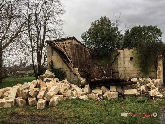 Ancienne grange faisant face à la propriété. Château de Montignac, Cénac. 07/01/2018