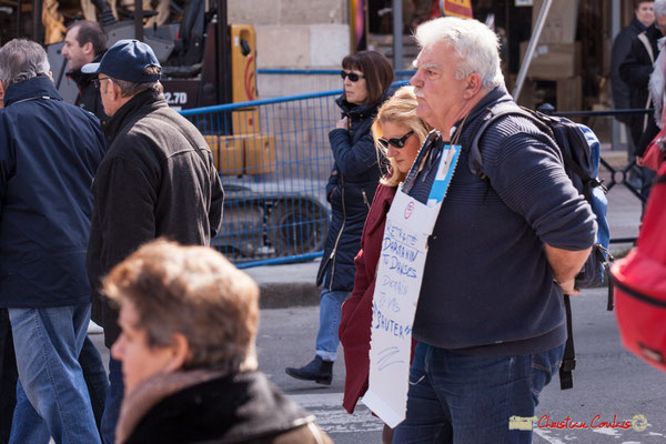 """14h37 Retraité; Darmanin tu danse demain tu vas """"sauter"""". Manifestation intersyndicale de la Fonction publique/cheminots/retraités/étudiants, place Gambetta, Bordeaux. 22/03/2018"""