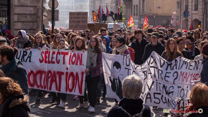 """14h43 """"Tu veux vraiement te battre ? Mai 1968, souviens-toi, il ya 50 ans."""" Manifestation intersyndicale de la Fonction publique/cheminots/retraités/étudiants, place Gambetta, Bordeaux. 22/03/2018"""