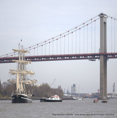 Le Pilote du Port autonome de Bordeaux va monter à bord du Belem pour remonter la Garonne. Bordeaux, samedi 16 mars 2013