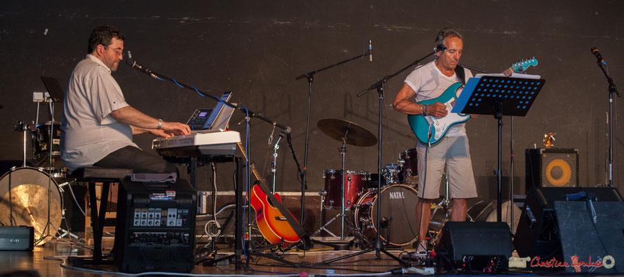 Mist Monkeys. Jean-Pascal Pérales claviers; Jean-Pierre Colonna, guitare. Concert de soutien des Insoumis de la 12ème circonscription de la Gironde. 28/05/2017, Targon