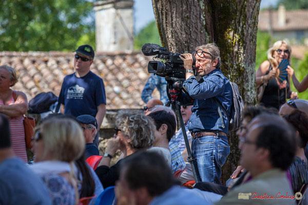 Marc Lasbarrès, cadreur France 3 Aquitaine filme Tom Ibarra Group. Festival JAZZ360, 10 juin 2017, Camblanes-et-Meynac