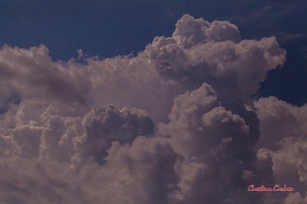 Ciels et nuages, dimanche 26 avril 2020, 16h04mn26s, le Garde, Cénac. Photographie : Christian Coulais / 100mm