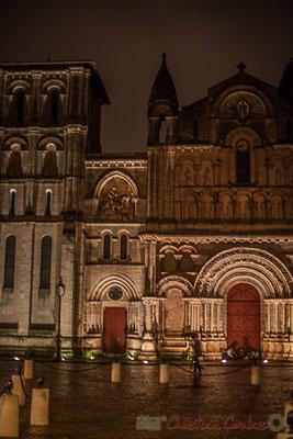 Place Pierre Renaudel, l'église Sainte-Croix-de-Bordeaux, est l'ancienne abbatiale d'un monastère bénédictin. Elle a désormais rang d'église paroissiale.