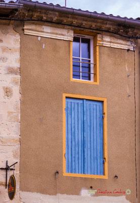 """""""Bicolor"""" Rue Carnot. Cité médiévale de Saint-Macaire. 28/09/2019. Photographie © Christian Coulais"""
