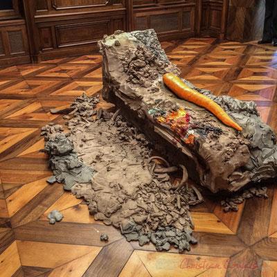 1 Urs Fischer 4, 2014. Bronze moulé, peinture à l'huile, feuille d'or, bol d'Arménie, apprêt acrylique, enduit à base de craie, colle de peau de lapin. Fondation Vincent van Gogh, Arles