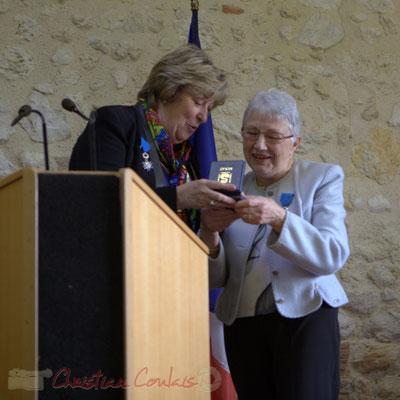 Françoise Cartron, Vice-présidente du Sénat remet à Suzette Grel la Médaille d'Or du Sénat. 7 février 2015, Le Pout
