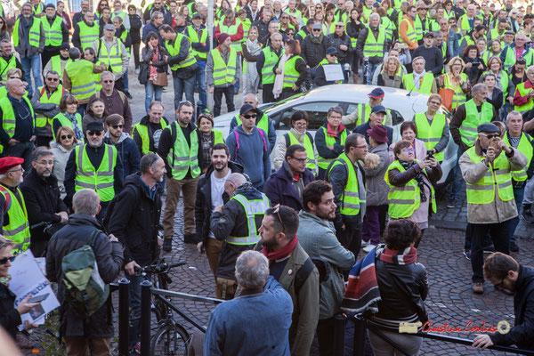 Loïc Prud'homme, Député de la Gironde la France insoumise, présent au sein du cortège. Manifestation nationale des gilets jaunes. Place de la République, Bordeaux. Samedi 17 novembre 2018