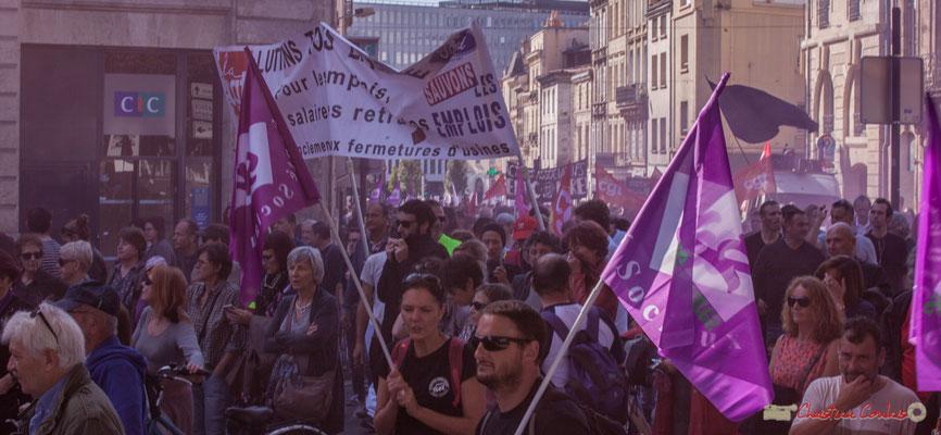 1 Dans les volutes des fumigènes. Manifestation intersyndicale de la Fonction publique, place Gambetta, Bordeaux. 10/10/2017