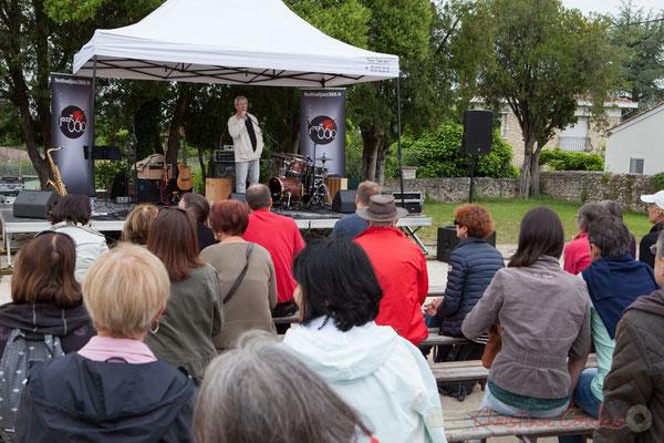 Bernard Capdepuy, élu de Quinsac présente le déroulement de la journée à Quinsac puis Latresne. Festival JAZZ360 2016, 12/06/2016