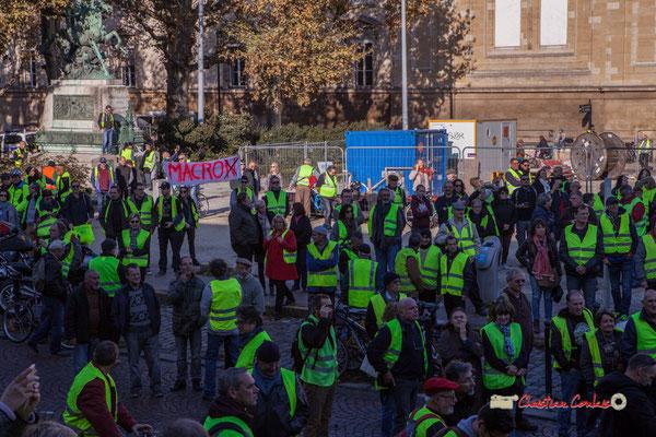 """""""Macro"""" Manifestation nationale des gilets jaunes. Place de la République, Bordeaux. Samedi 17 novembre 2018"""