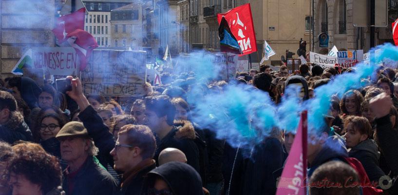 """14h24, """"loi El Khomri, Loi El Konerie non merci retrait exigé"""". Place Gambetta"""