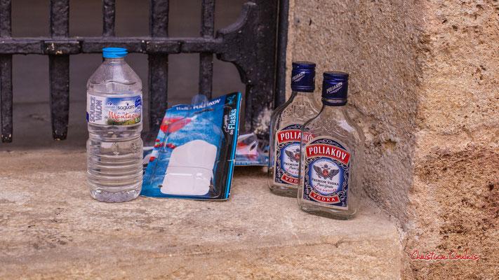 """""""Eau des montagnes ou vodka ?"""" Rue Marbotin, marché des Douves, Bordeaux. Samedi 6 mars 2021. Photographie © Christian Coulais"""