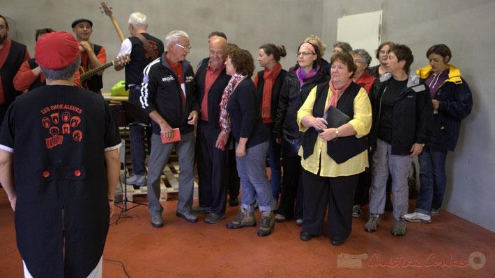 Accueil et chant au château Duplessy; Randonnée jazzy avec les Choraleurs. Festival JAZZ360 2012, Cénac, dimanche 10 juin 2012