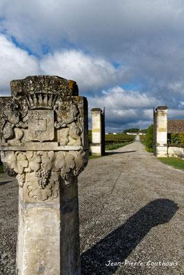 Entrée du Château d'Yquem, Sauternes. Samedi 10 octobre 2020. Photographie © Jean-Pierre Couthouis