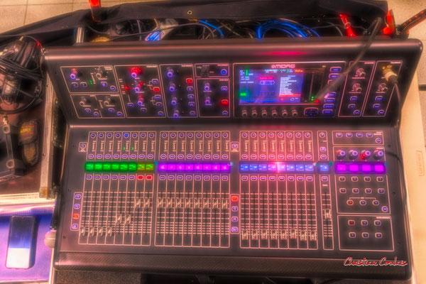 Table de mixage de notre technicien son, Pablo Jaraute. Festival JAZZ360, Cénac. Vendredi 4 juin 2021. Photographie © Christian Coulais