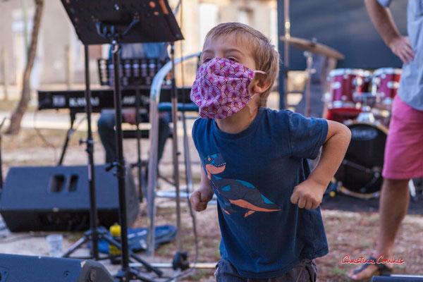 Finale enfant du concours de cri, sation vélo de Créon. Festival Ouvre la voix, organisation Rock School Barbey, samedi 4 septembre 2021. Photographie © Christian Coulais