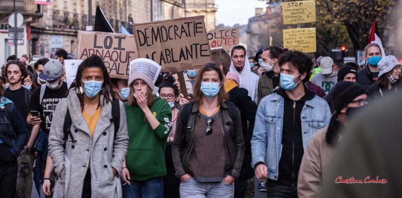 """""""Ce virus est extrèment dangereux, en quelques mois il a tué 80% de nos libertés"""" Manifestation contre la loi Sécurité globale. Samedi 28 novembre 2020, cours Victor Hugo, Bordeaux. Photographie © Christian Coulais"""