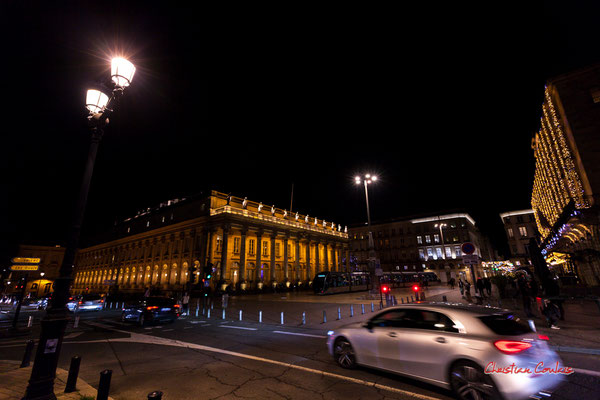 F4,5; 1/30ème de seconde. Place de la Comédie, Grand-théâtre de Bordeaux. Mercredi 16 décembre 2020. Photographie © Christian Coulais