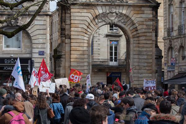14h27, porte Dijeaux, Bordeaux