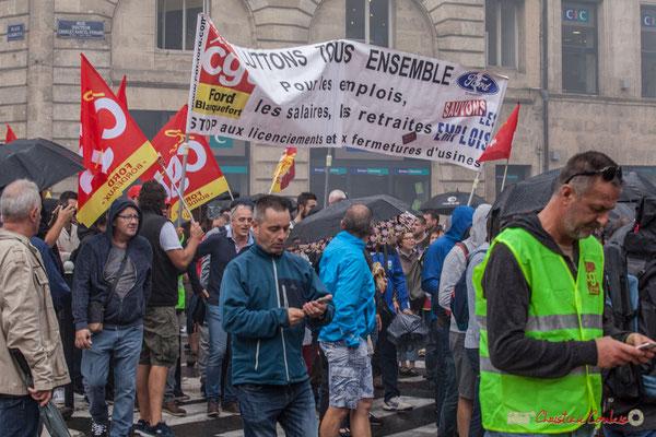 """CGT Ford Blanquefort """"Luttons tous ensemble pour les emplois, les salaires, les retraites. Stop aux licenciements et aux fermetures d'usines"""" Manifestation contre la réforme du code du travail. Place Gambetta, Bordeaux, 12/09/2017"""