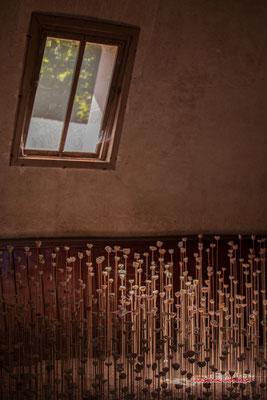 Le Nid des Murmures (géodes de quartz blanc). Stéphane GUIRAN. Manège des écuries du Château de Chaumont-sur-Loire, Loir-et-Cher, Région Centre-Val-de-Loire. Lundi 13 juillet 2020. Photographie © Christian Coulais