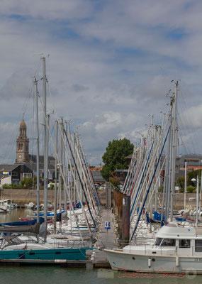 Promenade Marie Beaucaire. Eglise Sainte-Croix et le Port de plaisance, Saint-Gilles-Croix-de-Vie, Vendée, Pays de la Loire