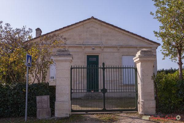 Portail de l'ancienne école des filles (1881), avenue de Moutille, Cénac, Gironde. 16/10/2017