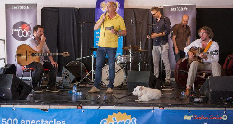 Jean-Philippe Guillemot, Maire de Camblanes-et-Meynac accueille le public en scrutant la météo. Festival JAZZ360 2018, 09/06/2018