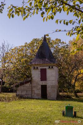 Pigeonnier, petit patrimoine vernaculaire. Avenue de Moutille, Cénac, Gironde. 16/11/2017