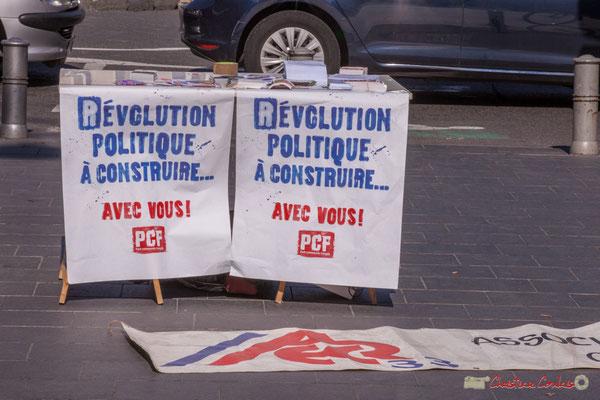 """""""Révolution politique à construire avec vous ! P.C.F."""" Manifestation intersyndicale de la Fonction publique, place de la Comédie, Bordeaux. 10/10/2017"""