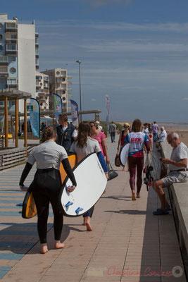 Fin du cours de surf. Promenade Marie Tsvetaieva, Saint-Gilles-Croix-de-Vie, Vendée, Pays de la Loire