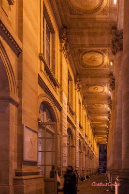 Portique du Grand-théâtre de Bordeaux. Long de 88 mètres, le péristyle de la façade est supporté par douze colonnes corinthiennes. Mercredi 16 décembre 2020. Photographie © Christian Coulais