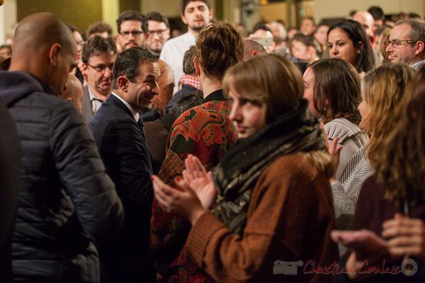 2 Sollicité de toute part, Benoît Hamon réponds à chacun. Théâtre Fémina, Bordeaux. #benoithamon2017