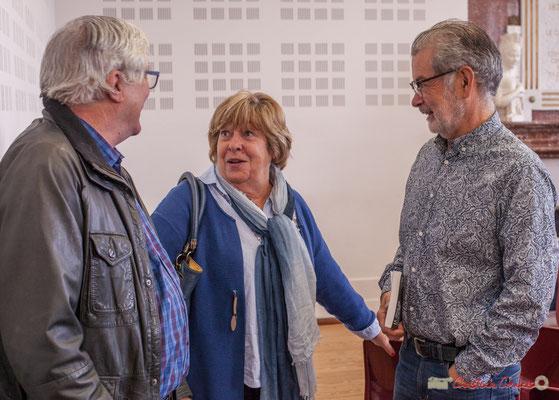 """Françoise Cartron, Philippe Desmond à droite. Sortie et dédicace du livre """"Le jour où..."""" de Jean-Marie Darmian, Créon. 14/10/2017"""