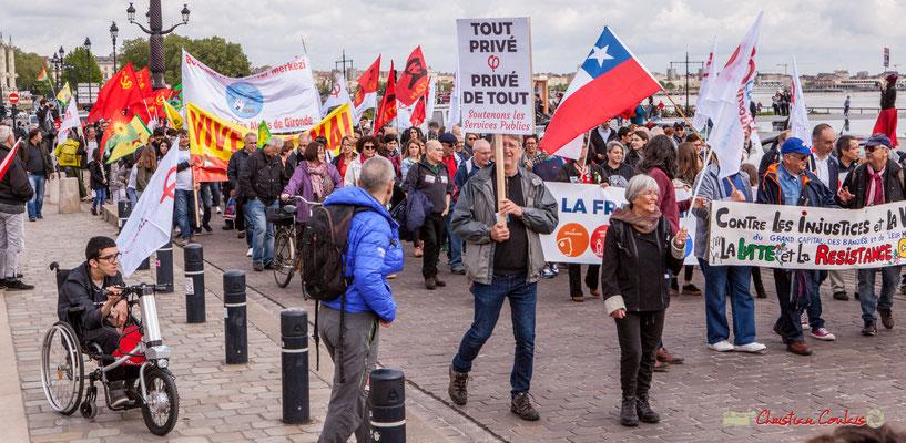 11h40 Loïc Prud'homme a rejoint les militants chiliens, avec derrière le cortège la France insoumise. Quai Richelieu, Bordeaux. 01/05/2018