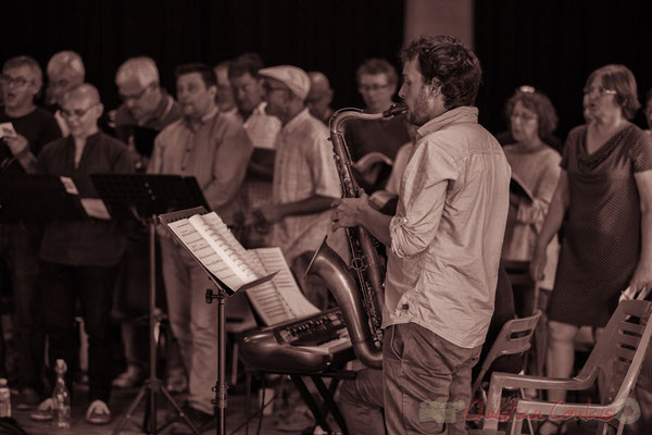 Paul Robert accompagne au saxophone les Choraleurs, Carmen in Jazz, Quinsac