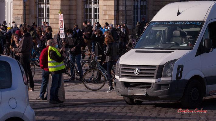 """""""Face aux automobilistes"""" Manifestation contre la loi Sécurité globale. Samedi 28 novembre 2020, place de la Bourse, Bordeaux. Photographie © Christian Coulais"""