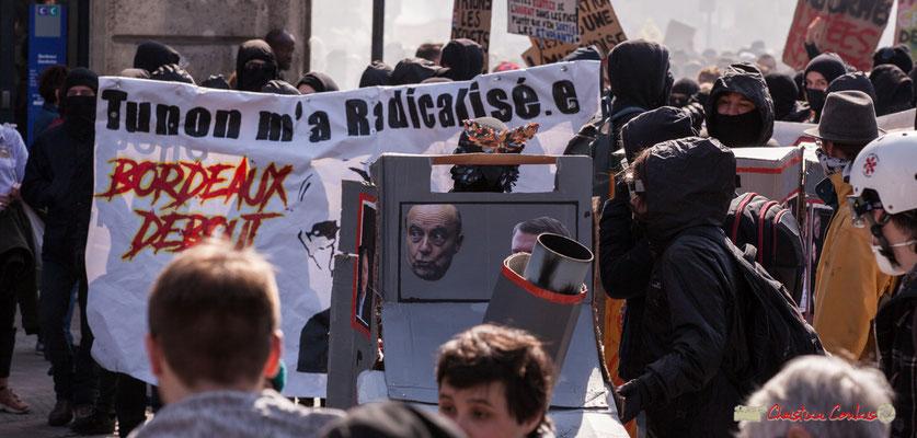 """14h42 """"Tunon (Manuel Tunon de Lara, 59 ans, réélu le 18/01/2018, Président de l'Université, 3 ans) m'a radicalisé.e. Bordeaux debout"""". Manifestation intersyndicale de la Fonction publique/cheminots/retraités/étudiants, place Gambetta, Bordeaux. 22/03/2018"""