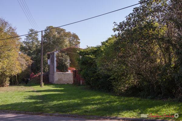 Chemin de randonnée, ex-voie de communication moyenne-âgeuse, de Latresne vers Cénac. Avenue de Pujade, Cénac, Gironde. 16/10/2017