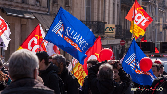 14h17 Alliance Police nationale. Manifestation intersyndicale de la Fonction publique/cheminots/retraités/étudiants, place Gambetta, Bordeaux. 22/03/2018