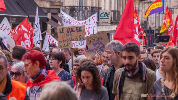 """""""Le cul en l'air, on te pète la gueule Macron"""" """"200 ans d'APL pour se maquiller..."""" Manifestation intersyndicale de la Fonction publique, place Gambetta, Bordeaux. 10/10/2017"""