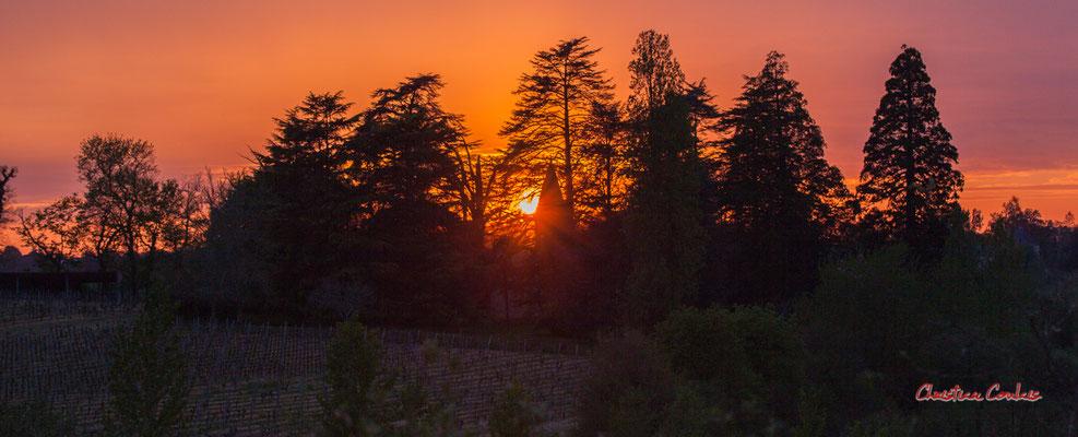 6/8 Coucher de soleil depuis Haut-Brignon, Cénac. Mardi 7 avril 2020. Photographie : Christian Coulais